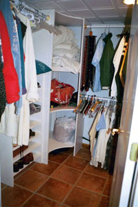 House � lower level � walk in closet - Click to Enlarge, close window when done